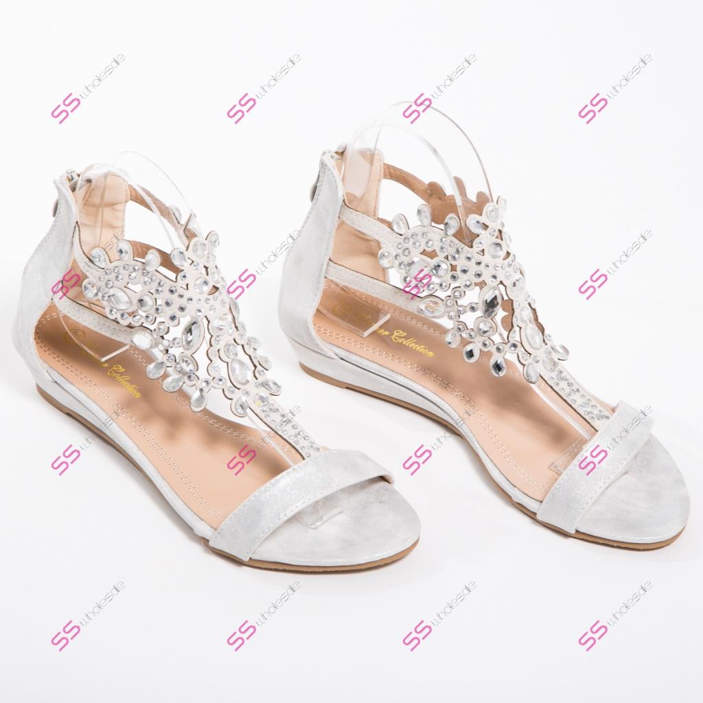 63f7a040d53c Sandále s ozdobnými kamienkami